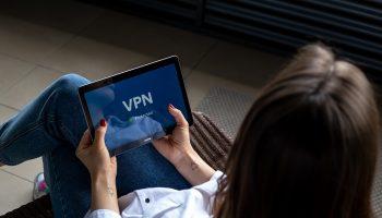 Veilig en anoniem muziek en films downloaden op Windows met een VPN